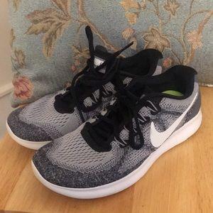 Women's free run Nike sneakers